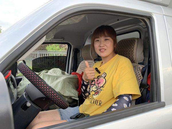 巾帼不让须眉!新手年轻女司机钟爱祥菱V3大微卡