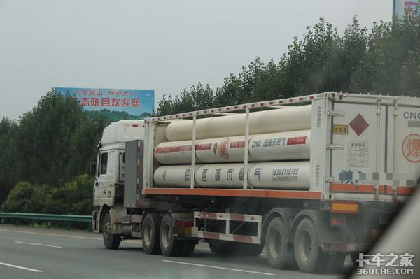 专用车上高速的超限标准是什么?交通部权威解答:总质量不得超过55吨