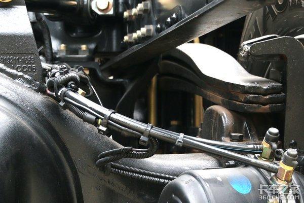 塑料板簧脆弱?实测1片抗压强度远超6片钢板弹簧