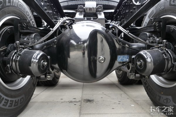 国六460马力6×4凸地板牵引车34.2万的JH6能入手吗?