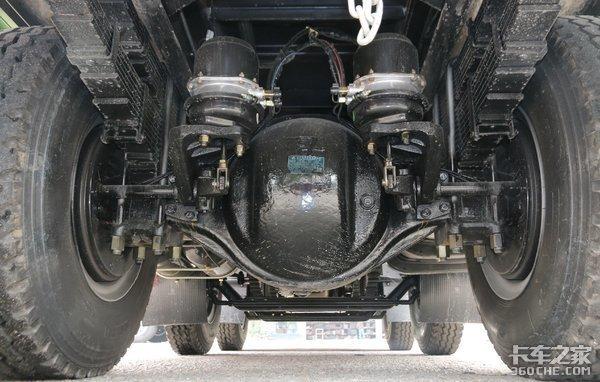 短途渣土、砂石料运输选车解放龙V小三轴优势显著