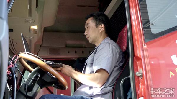 缺氧、酷寒、翻车是什么让他驻守青藏高原30年?