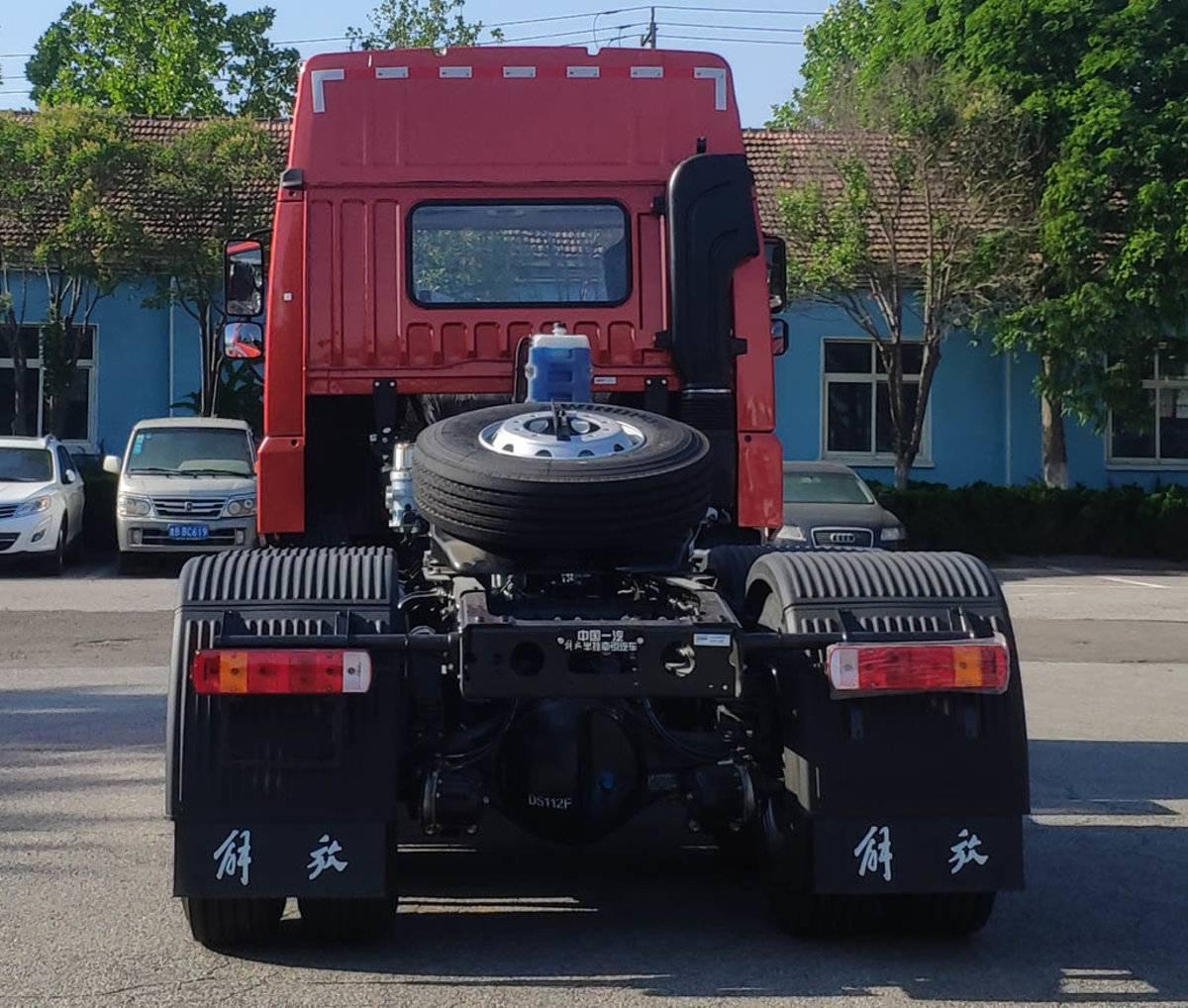 从460跃升至560马力自重最低仅7.6吨悍V大马力牵引车来了