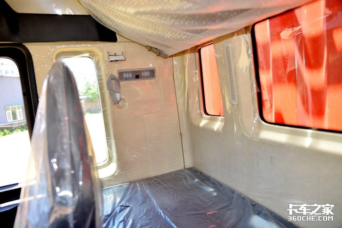 高顶双卧大驾驶舱+240马力重汽动力汕德卡6米8助力绿通高效运输