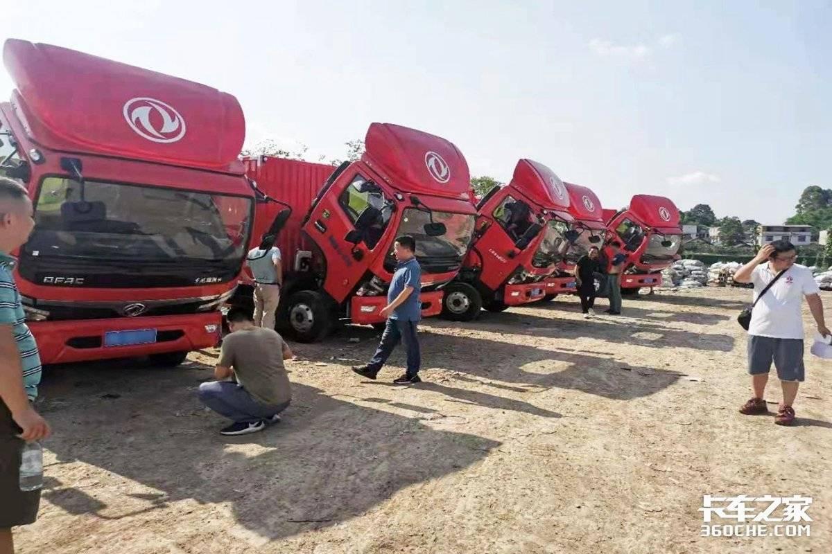 念念不忘5辆东风福瑞卡国六D25厢式货车正式交付客户手中