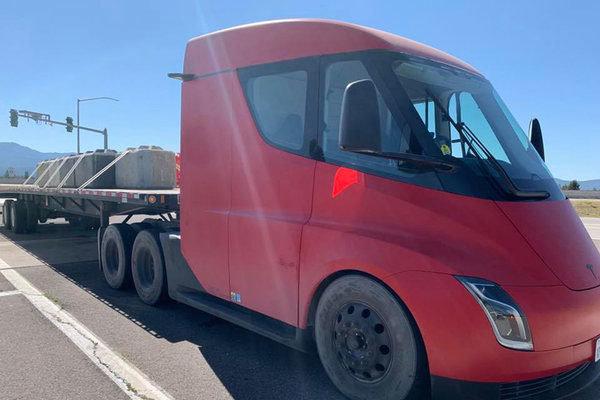 最新消息!特斯拉Semi电动卡车将投产