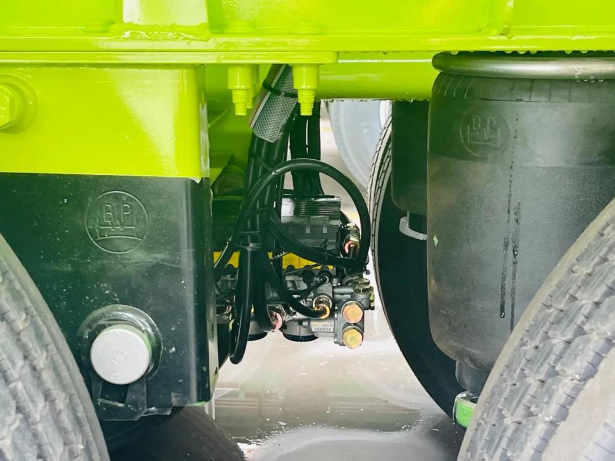 轻量化双安全!山东盛润2022新款不锈钢罐车更可靠
