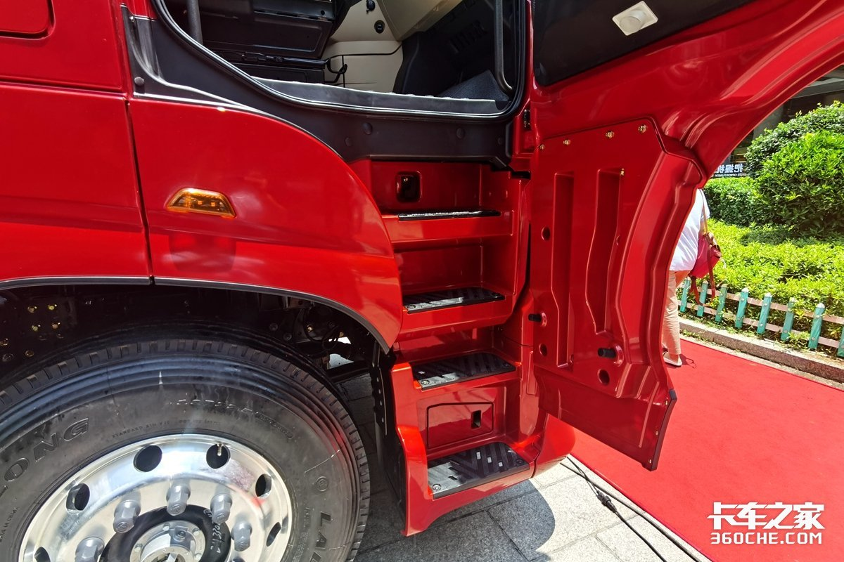 660马力15L发动机欧曼银河又出新车了