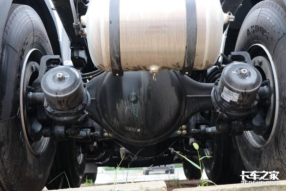 超大马力搭配超舒适驾驶室这款东风天龙旗舰KX超给劲