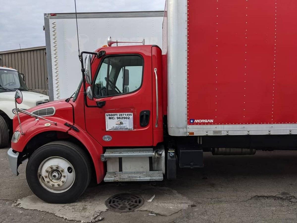单排卡车长途行驶休息难外国改装厂把卧铺放进车厢里