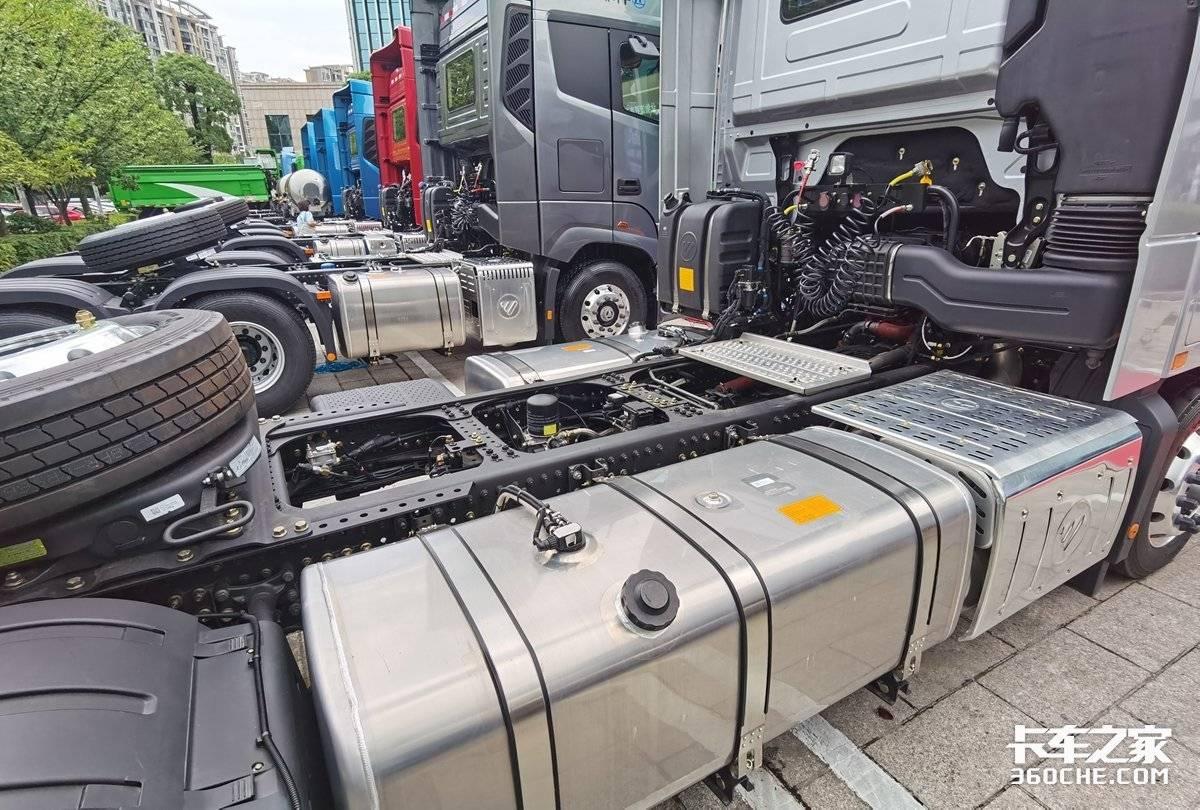 轴距达到4.2欧曼专为快递打造竟然还用315/60的轮胎4X2配580马力