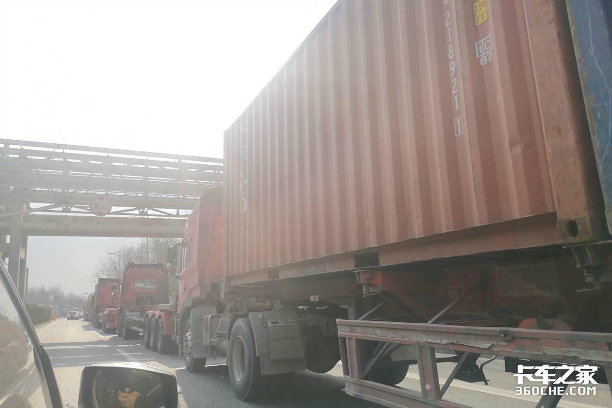 运价翻倍物流公司却很难上海港集卡运输到底难在哪