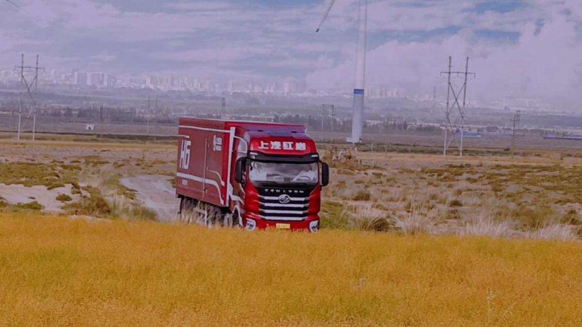 快递运输致富之路上汽红岩这两款国六牵引车靠谱