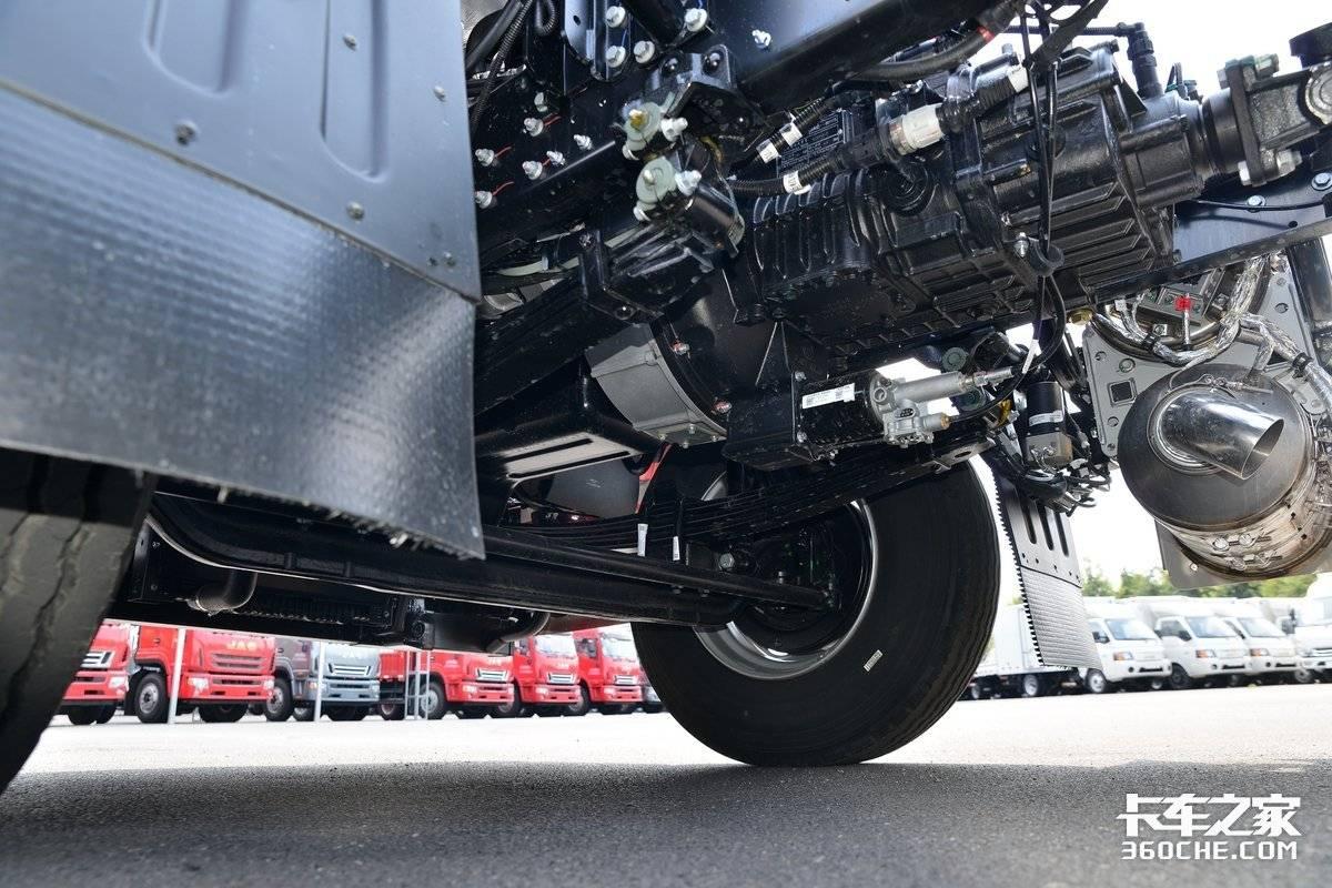 245马力东康机还有高顶双卧驾驶室图解6米8江淮格尔发A5X