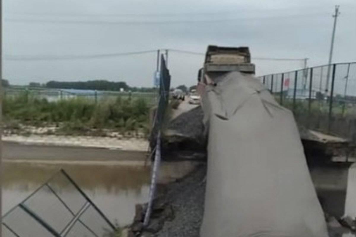 又见桥塌!承重8吨的桥直接被50吨货车压垮