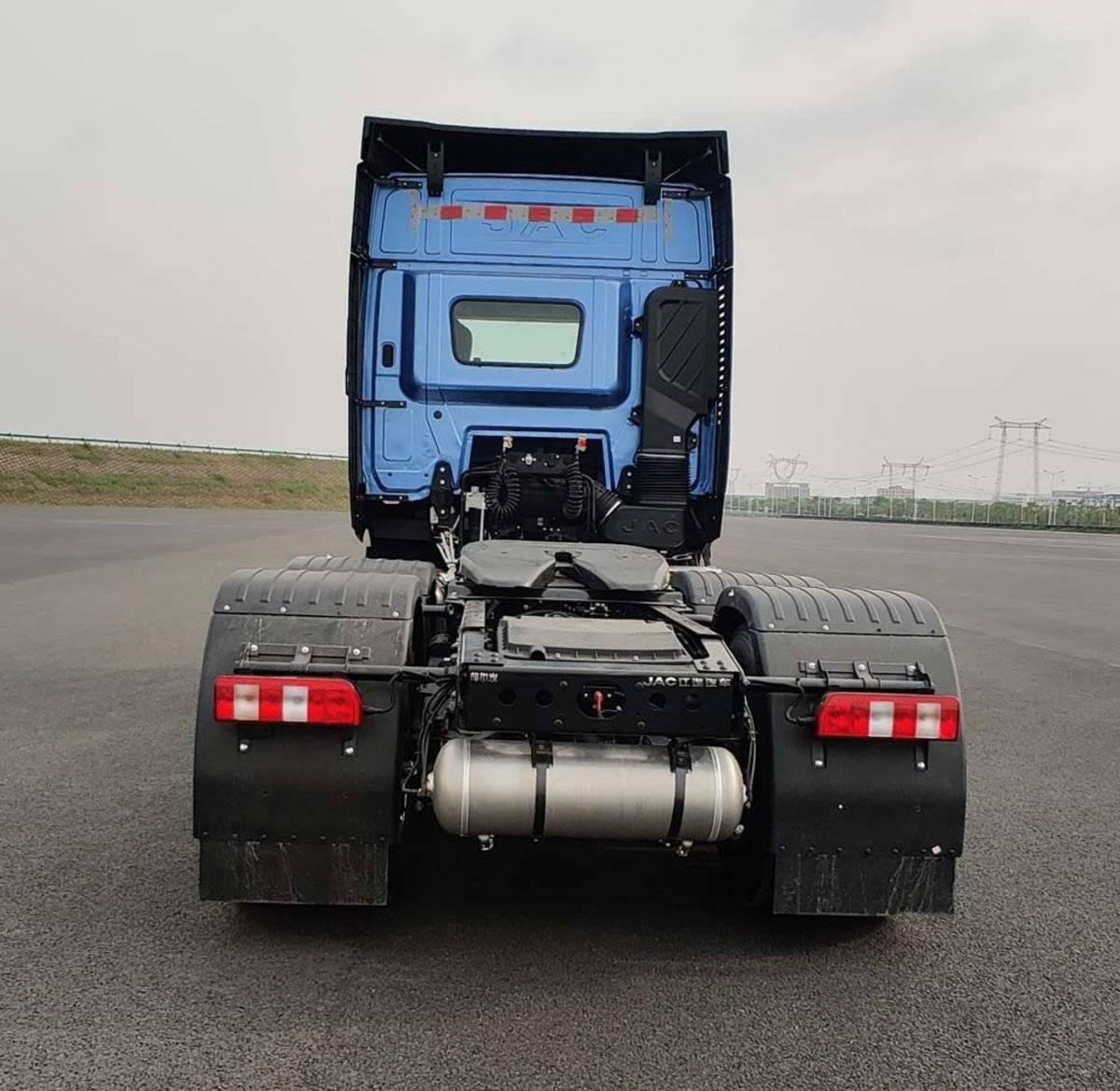 江淮格尔发新增Q7牵引车全新驾驶室搭载560马力发动机