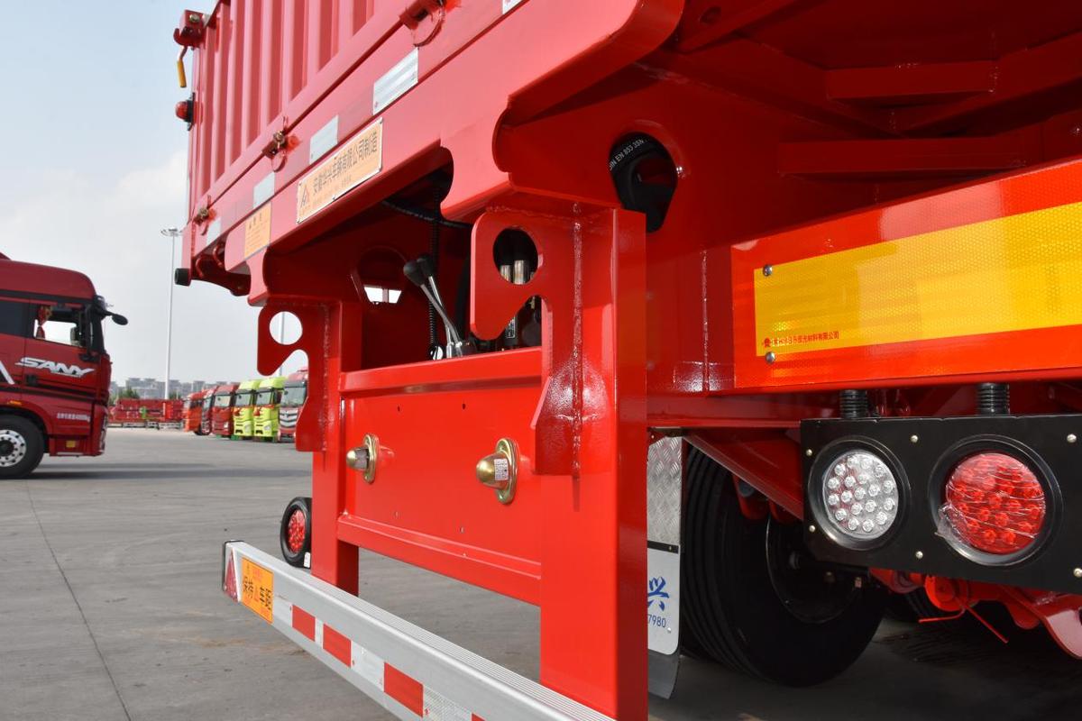 5.8吨华兴侧翻自卸半挂车安全性如何
