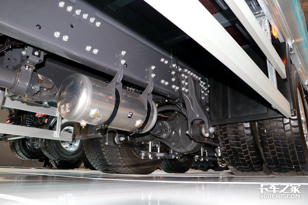 350马力中卡体型!沃尔沃FE配气囊提升桥驾驶室更奢侈!