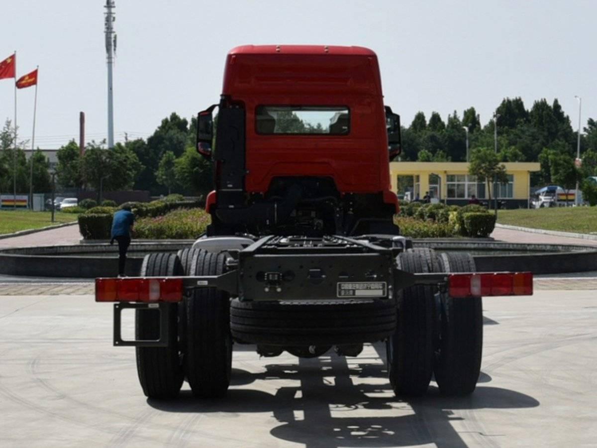 8x2市场越来越热闹9米6重汽N7W载货车申报图曝光