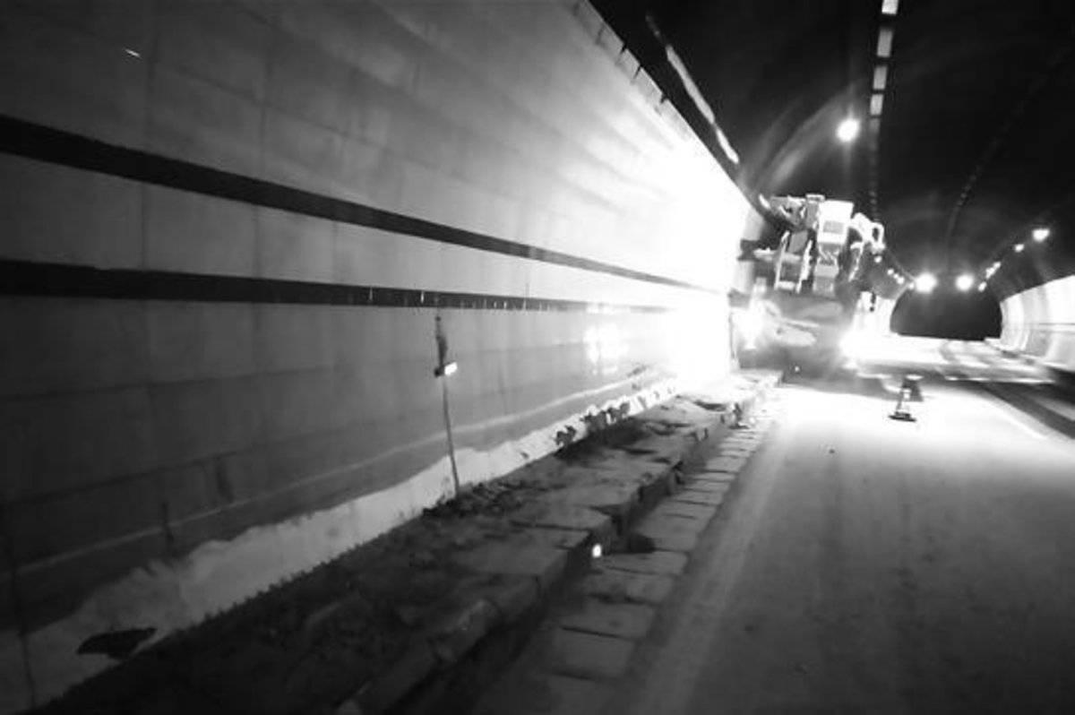 """货车停车忘挂停车挡""""无人驾驶""""一路飞驰"""